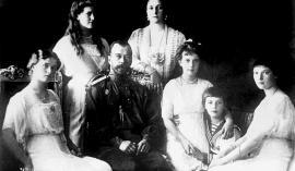 Družina carja Nikolaja II.: žena Aleksandra Fjodorovna, carjevič in štiri hčerke