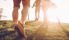 Primerno intenzivna hoja je aerobna vadba, pri kateri treniramo srce, pljuča in mišice nog