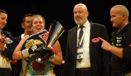 Ema Kozin se je takole veselila novega podviga s trenerjem Rudolfom Pavlinom (desno). Foto: Miha Šimnovec