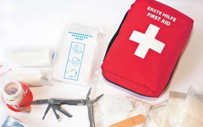 V lekarni lahko kupite osnovni paket za na pot