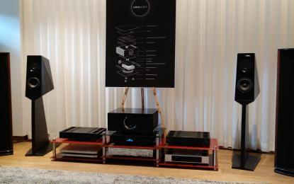 Ubiqov razstavni prostor z izjemno glasbeno opremo, a bizarno demo glasbo