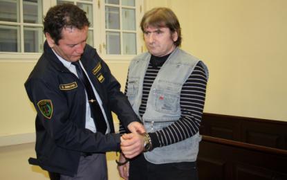 Oče šestih otrok Darko Kuhar ostaja v priporu. FOTO: Tanja Jakše Gazvoda
