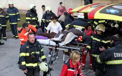 Štiri osebe so morali odpeljati v bolnišnico. Foto: Aleksander Riznič, PGD Črnomelj