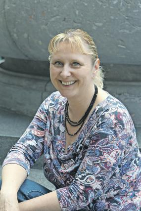 Umetniška vodja folklorne skupine Irena Ham pri rožancih pleše že od leta 1990