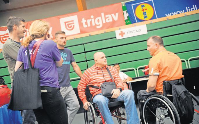 Nenadu so v oporo športni prijatelji, tudi Roman Pungartnik in Luka Žvižej