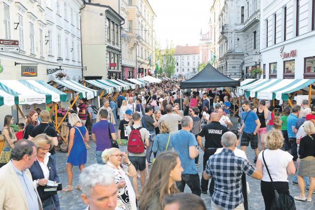 Živahna sobotna vinska pot v Stritarjevi ulici v Ljubljani