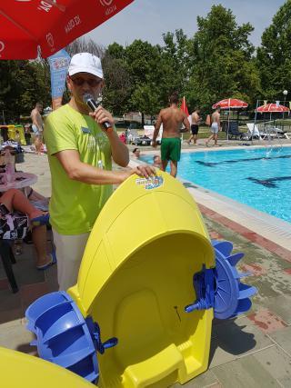 Zabavnih iger v in ob bazenu ne manjka