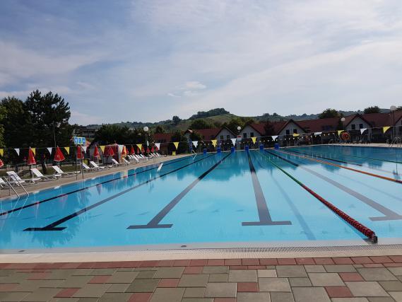 Obiskovalci so lahko prvič zaplavali v popolnoma prenovljenem olimpijskem bazenu, ki so ga že preizkusili številni plavalni klub