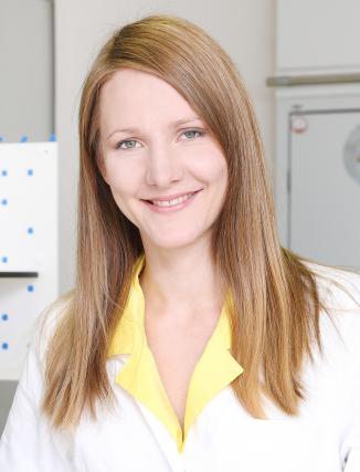 Asist. dr. Eva Tavčar Benković, mag. farm.: »CBD, povedano zelo poenostavljeno, preprečuje vnetja in krče živčevja.«