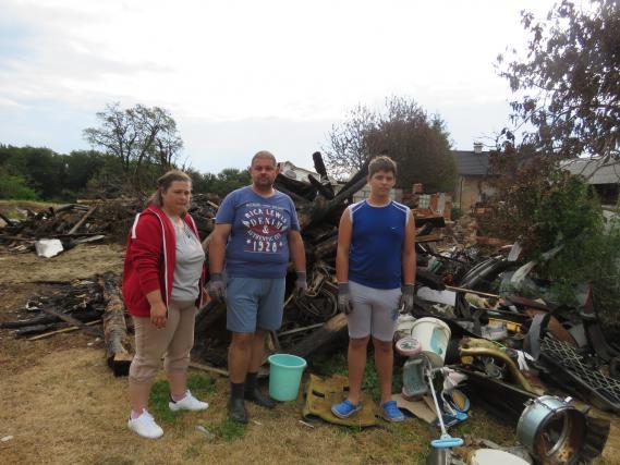 Družina Pečar še kar ne more verjeti, da tu, kjer je stala njihova hiša, ni ničesar več