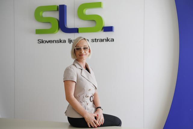 Suzana Lara Krause izda na mesec za približno 2000 evrov računov