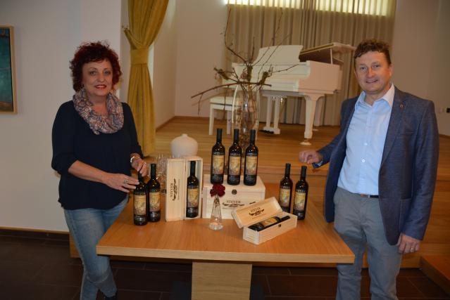 Danilo Steyer in predsednica Likovnega društva Gornja Radgona Tatjana Mijatovič