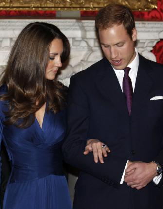 Kate Middleton in princ William sta zaroko oznanila z uradnim portretom in intervjujem